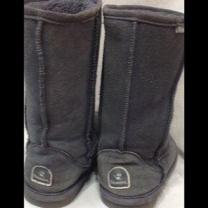 Women's size 7 BEARPAW suede boots